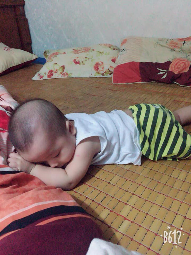 Các mẹ thi nhau khoe ảnh dáng ngủ của cục cưng nhà mình, đoán xem ai chất nhất nào-6