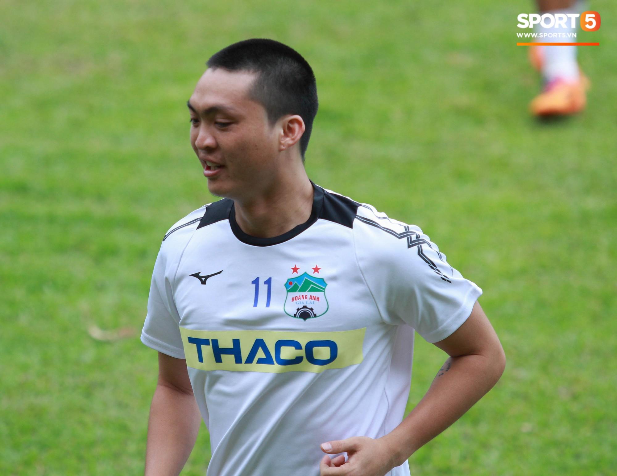 Từ bỏ mái tóc lãng tử, Tuấn Anh khiến fan sửng sốt với kiểu đầu mới đầy nam tính-3