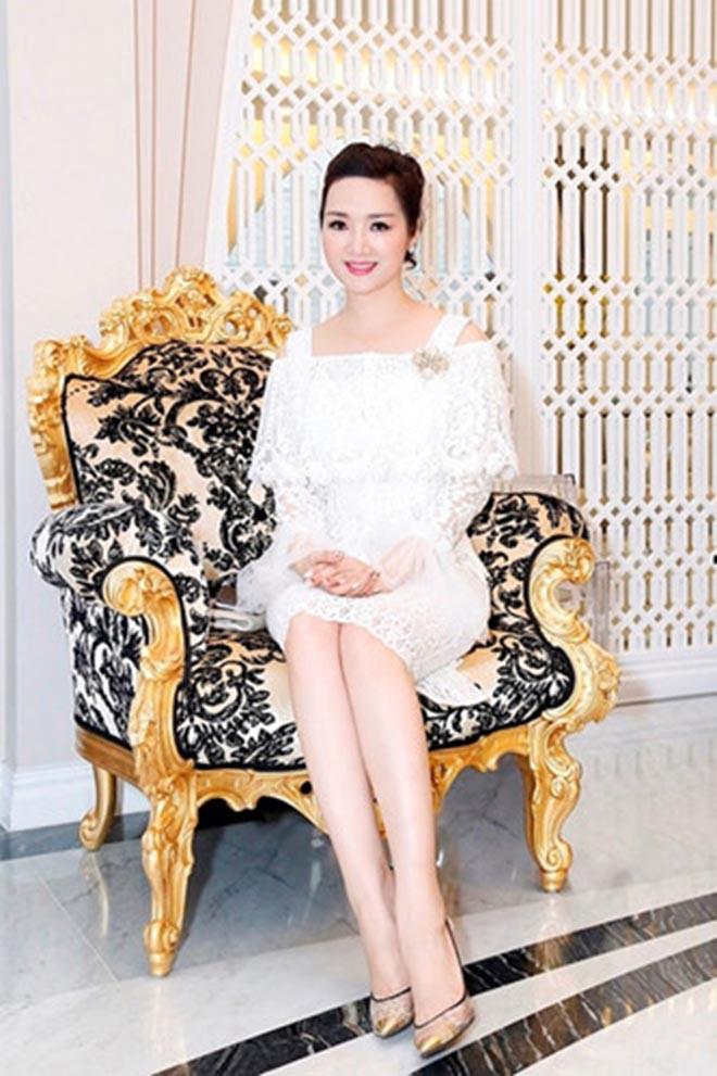 Từng là giai nhân của chủ tịch Tân Hoàng Minh, Hoa hậu không tuổi Giáng My giàu cỡ nào?-6