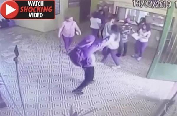 Hãi hùng cảnh cựu học sinh xả súng trong trường khiến 27 người thương vong-1