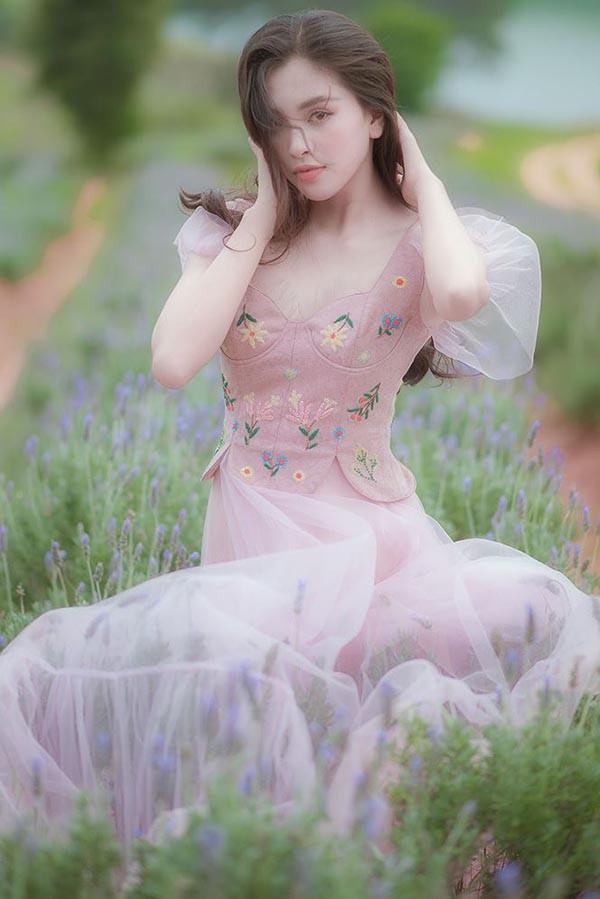Đăng quang khi tròn 18 tuổi, hoa hậu Tiểu Vy đã lột xác không ngờ sau nửa năm-12