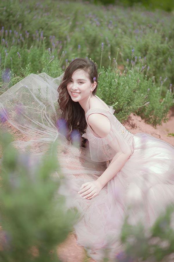 Đăng quang khi tròn 18 tuổi, hoa hậu Tiểu Vy đã lột xác không ngờ sau nửa năm-13