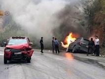 Va chạm với xe bán tải trên quốc lộ, 'xế hộp' hơn 2 tỷ bốc cháy thành đống sắt vụn
