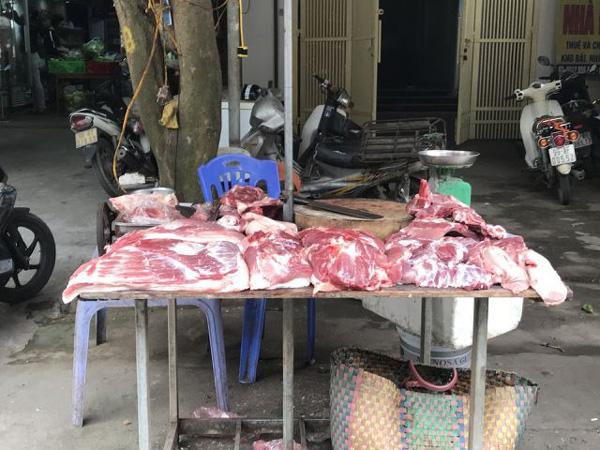 """Lòng trần cháo vẫn đông khách, giá thịt không giảm trước cơn bão"""" dịch tả lợn Châu Phi-1"""