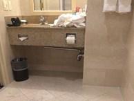 Chùm ảnh: Đi du lịch đừng dại mà ở những khách sạn có thiết kế thảm họa thế này dù rẻ đến mấy