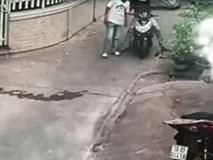 2 thanh niên vào ngõ vắng rình mò, tất cả tập trung vào SH nhưng vật bị trộm lại là thứ không ngờ