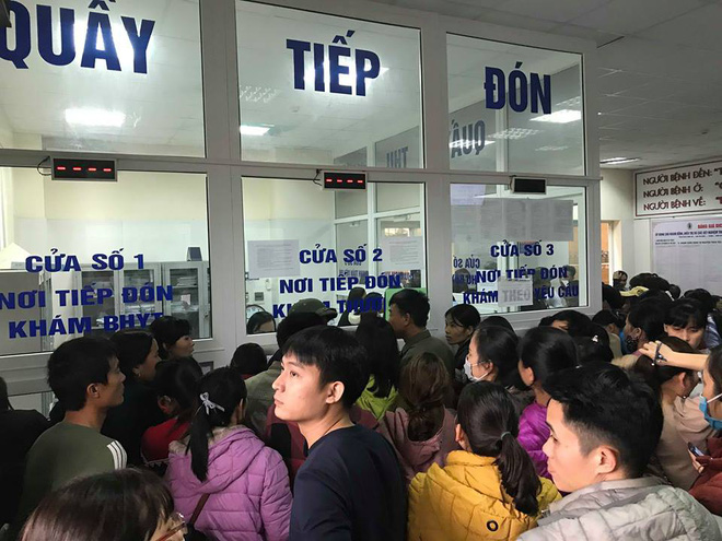 Gần 100 trẻ nhiễm sán lợn ở Bắc Ninh: Thêm hàng trăm trẻ tới Hà Nội xếp hàng để xét nghiệm-2