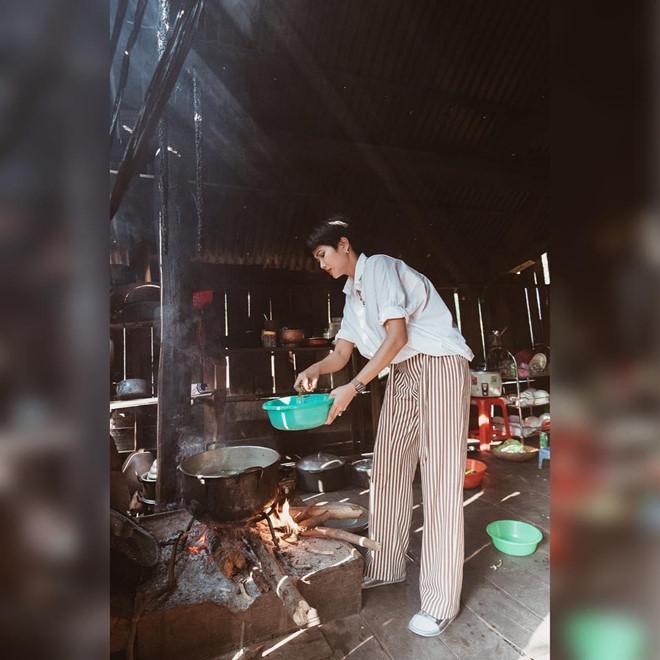 Hoa hậu HHen Niê nấu nướng, rửa bát khi về thăm nhà ở Đắk Lắk-2