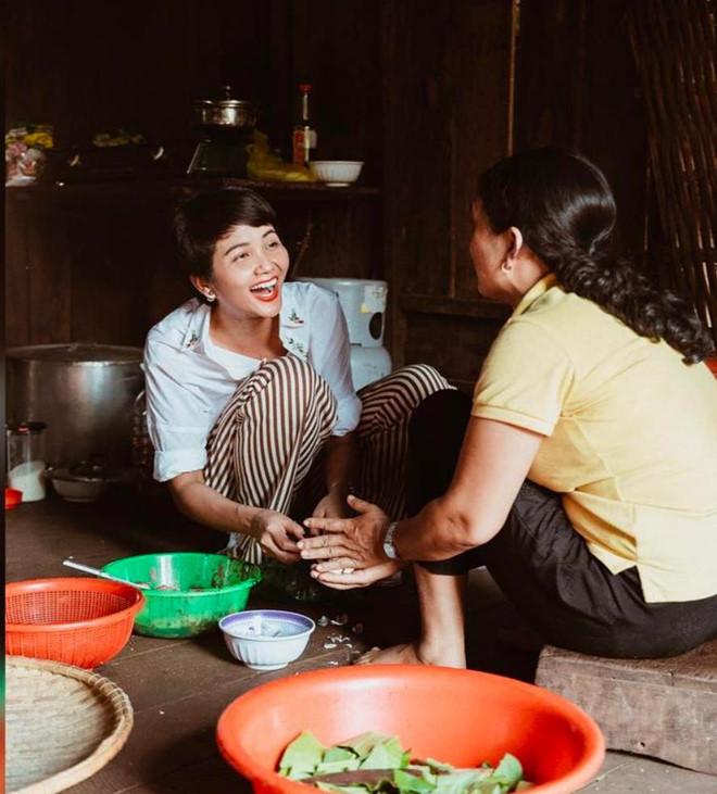 Hoa hậu HHen Niê nấu nướng, rửa bát khi về thăm nhà ở Đắk Lắk-6