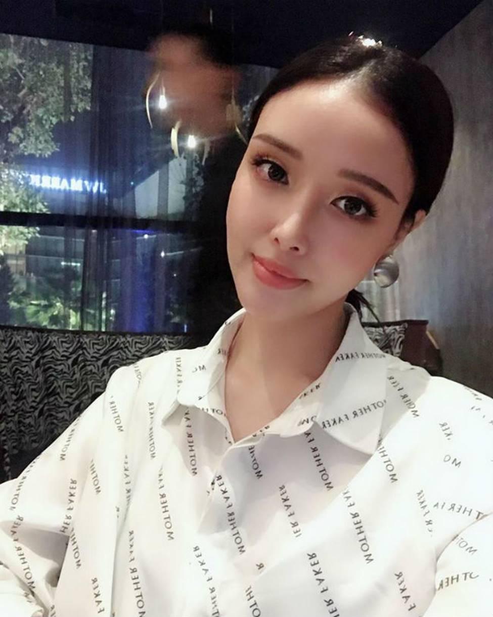 Gia đình mỹ nhân của Mai Phương Thuý: Em gái sexy, sành đồ hiệu không thua chị-4