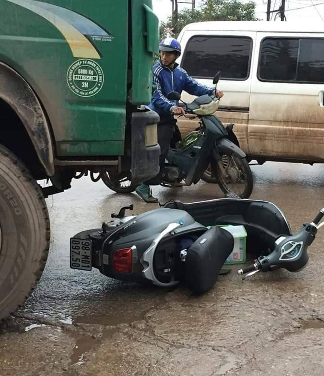 Nữ sinh đi xe máy điện tử vong thương tâm trên đường đi học thêm về-2