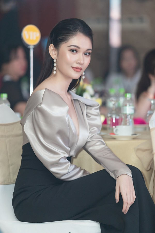 Á hậu Thùy Dung công khai bạn trai thiếu gia, không ngờ lại làm liên lụy đến HH Đỗ Mỹ Linh-2
