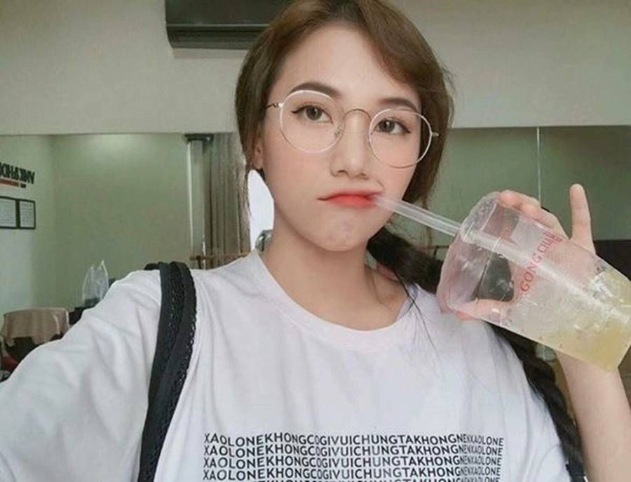 Nữ sinh Thanh Hoá nổi như cồn với bức ảnh thẻ xinh như hotgirl, đã vậy còn học giỏi, hát hay và là cao thủ võ thuật-3