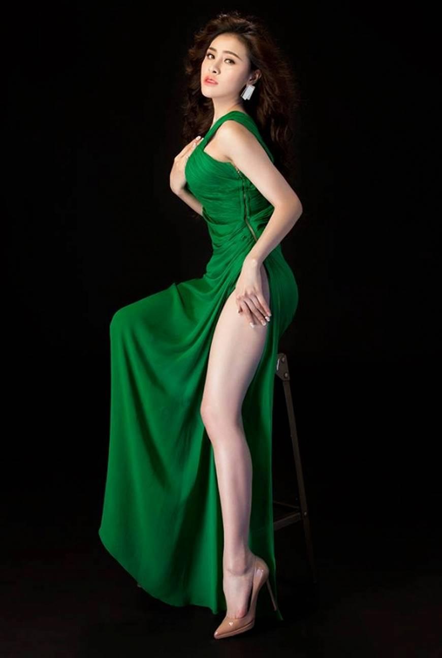Hậu nghi án bán dâm, Á hậu Thư Dung diện đầm xẻ cao chụp hình táo bạo-1