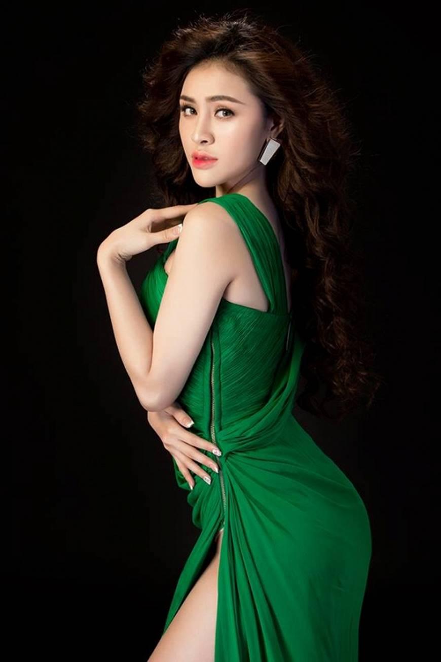 Hậu nghi án bán dâm, Á hậu Thư Dung diện đầm xẻ cao chụp hình táo bạo-3