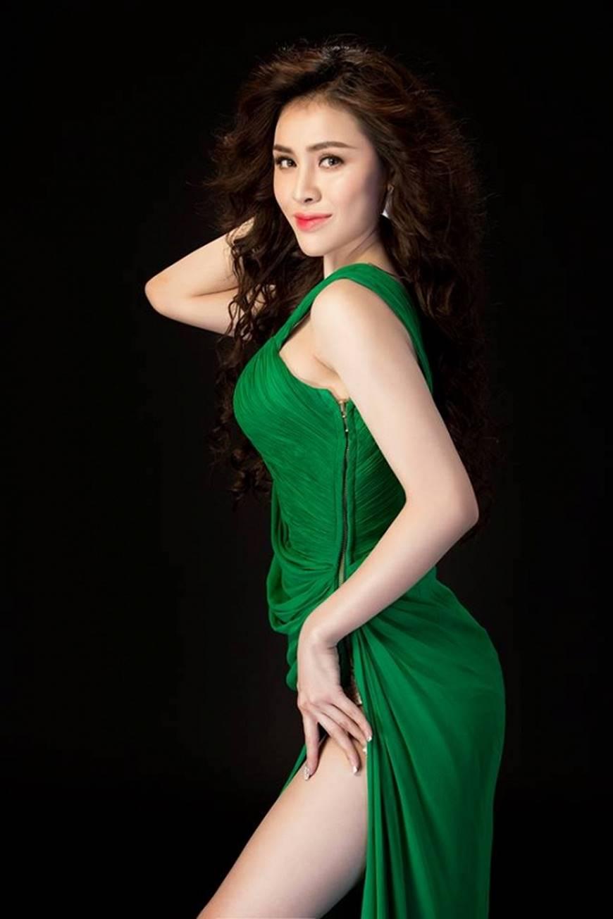 Hậu nghi án bán dâm, Á hậu Thư Dung diện đầm xẻ cao chụp hình táo bạo-5