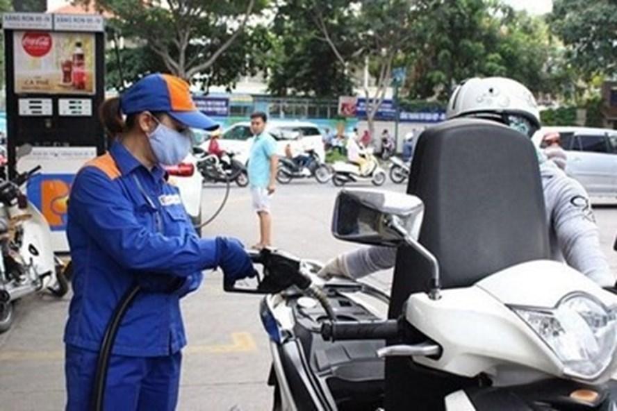 Giá xăng có thể tiếp tục tăng vào ngày mai-1