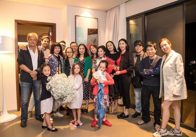 Trong tiệc sinh nhật riêng tư của Hồng Nhung tiếp tục xuất hiện nhân vật đặc biệt này, một lần nữa rộ nghi án diva 49 tuổi có tình mới-3