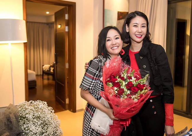 Trong tiệc sinh nhật riêng tư của Hồng Nhung tiếp tục xuất hiện nhân vật đặc biệt này, một lần nữa rộ nghi án diva 49 tuổi có tình mới-2