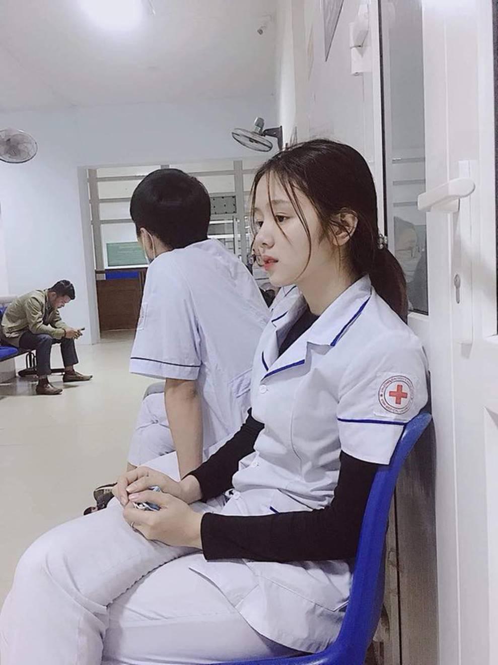 Nữ điều dưỡng gây sốt MXH vì tấm ảnh ngủ gật, nhưng thông tin về cô khiến nhiều người hụt hẫng-2