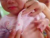 Con gái mới 2 tuổi mà đã phát triển bất thường bằng đứa trẻ 5 tuổi, cha mẹ đưa đi khám mới vỡ lẽ lỗi do mình tối nào cũng làm điều này