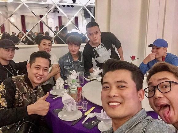 NSND Trung Hiếu tổ chức đám cưới với vợ trẻ kém 19 tuổi ở Thái Bình, bất ngờ nói điều này khiến cả hội trường thích thú-8