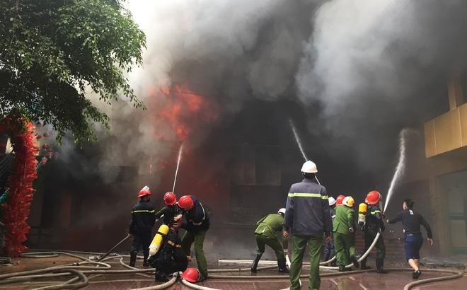 Cháy khách sạn Avatar 8 tầng: Nữ nhân viên giặt là bị ngạt khói tử vong trong phòng tắm-1