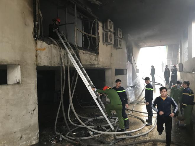 Cháy khách sạn Avatar 8 tầng: Nữ nhân viên giặt là bị ngạt khói tử vong trong phòng tắm-4
