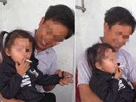 Bé gái vui vẻ hút thuốc lá, thái độ kì lạ của ông bố ngồi bên cạnh gây bức xúc