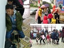Đồ đạc lỉnh kỉnh, trẻ em vật vờ vì dậy từ 3h sáng đi Hà Nội để xếp hàng xét nghiệm:
