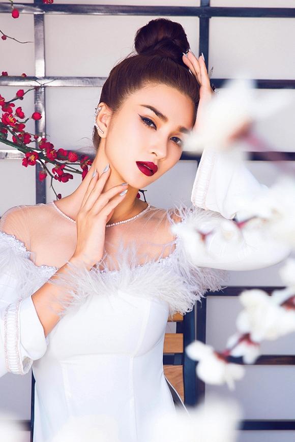 Ngắm Kim Tuyến uy quyền trong trang phục áo dài cách tân-10