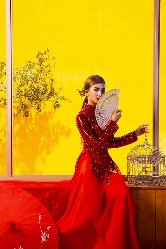 Ngắm Kim Tuyến uy quyền trong trang phục áo dài cách tân-5