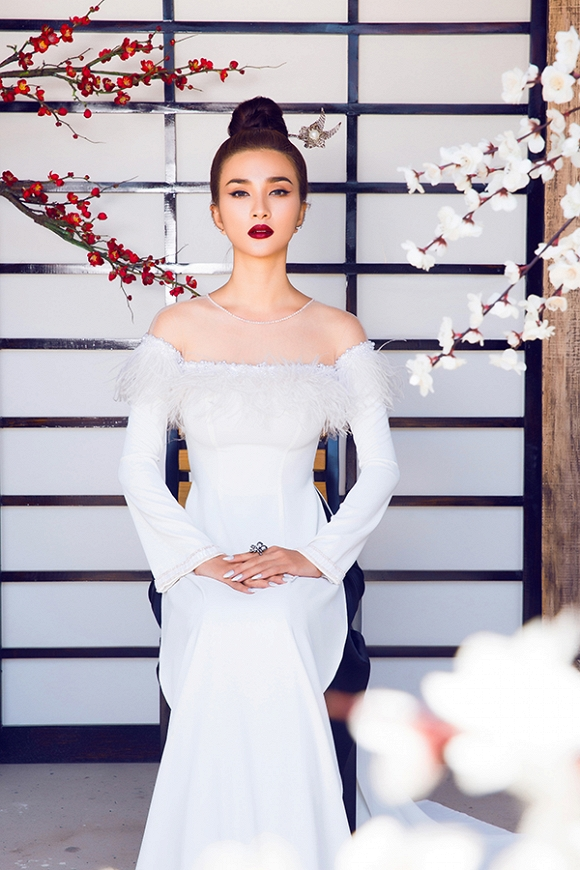 Ngắm Kim Tuyến uy quyền trong trang phục áo dài cách tân-9