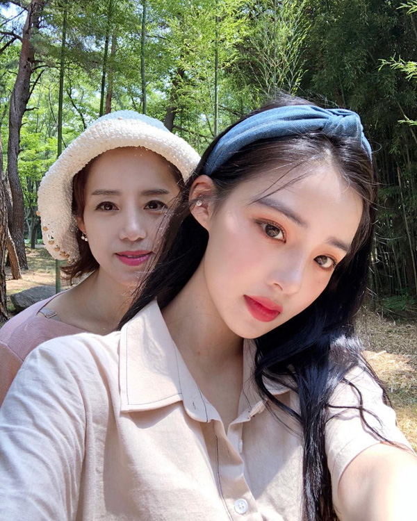 2 mẹ con hotgirl Hàn Quốc gây sốt MXH sau 3 năm: Từng trông như chị em nhưng nhan sắc hiện tại lại quá khác biệt-10