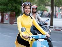 H'Hen Niê mặc áo dài vàng rực rỡ, đi xe máy gây 'náo loạn' đường phố