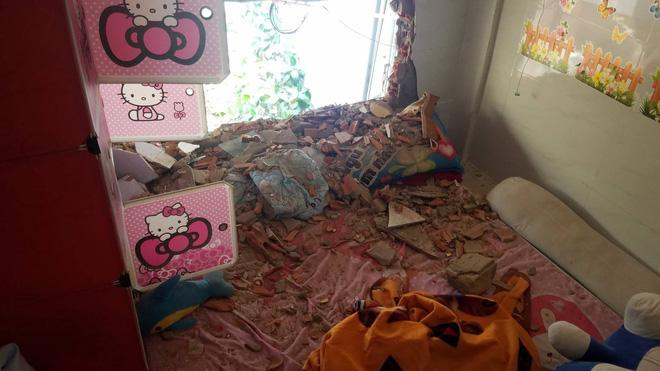 """Cả gia đình kêu cứu"""" vì vô cớ bị đập phá nhà, lập hàng rào nhốt""""-4"""
