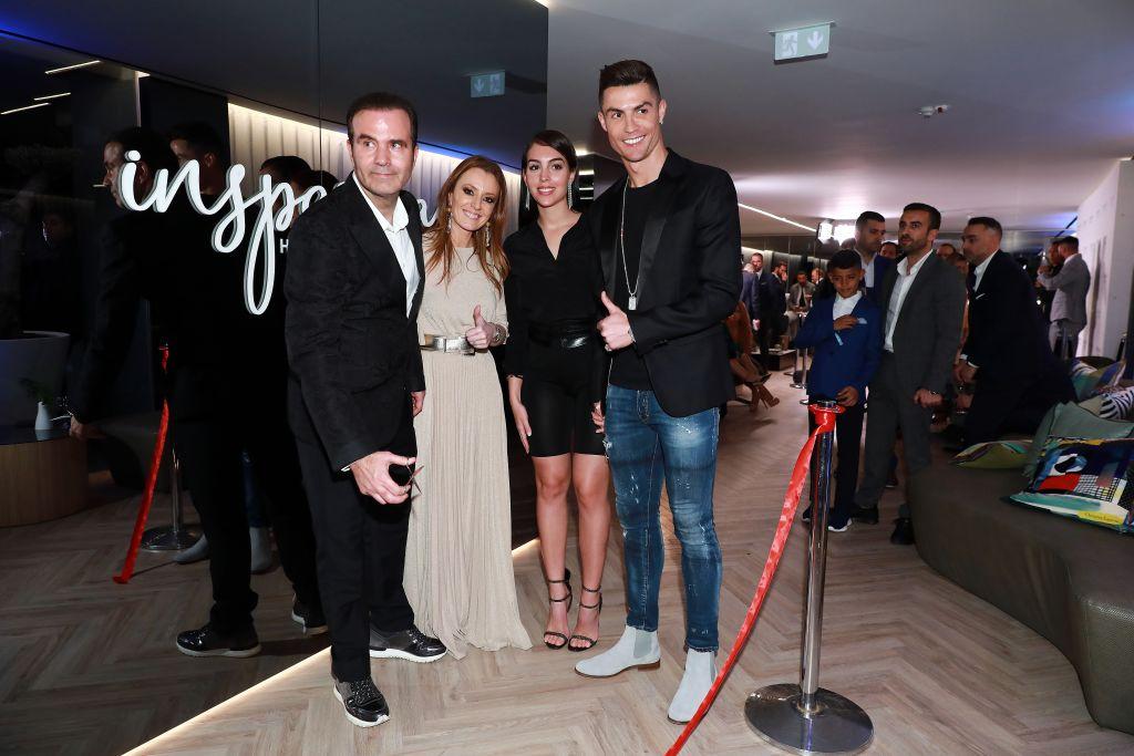 Ronaldo trở lại Madrid ra mắt thương vụ mới: Tin vui cho những… gã đầu hói!-6
