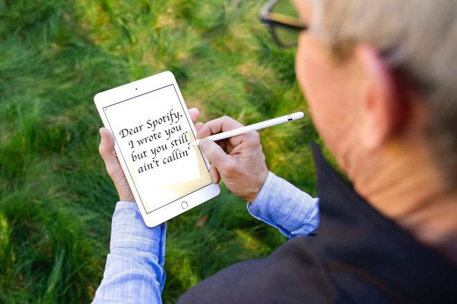 Khổ thân CEO Apple: Đăng ảnh khoe iPad mini mới, chẳng hiểu sao lại thành tâm điểm bị chế ảnh-6