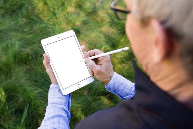 Khổ thân CEO Apple: Đăng ảnh khoe iPad mini mới, chẳng hiểu sao lại thành tâm điểm bị chế ảnh-8
