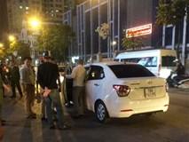 Tài xế ô tô gây tai nạn còn dùng dao đâm nạn nhân bị thương, phải vào viện cấp cứu