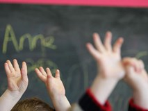 Bức xúc với hình phạt của giáo viên dành cho trẻ mầm non không nghe lời: Lột quần áo và bắt đứng trong tủ quần áo