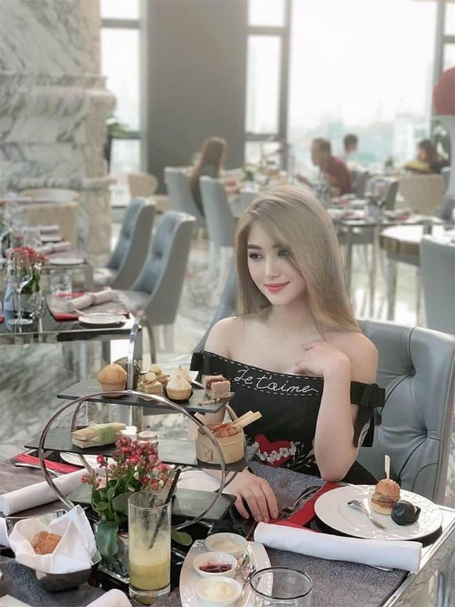 Hương Tràm và loạt sao Việt lột xác với màu tóc xám khói-2