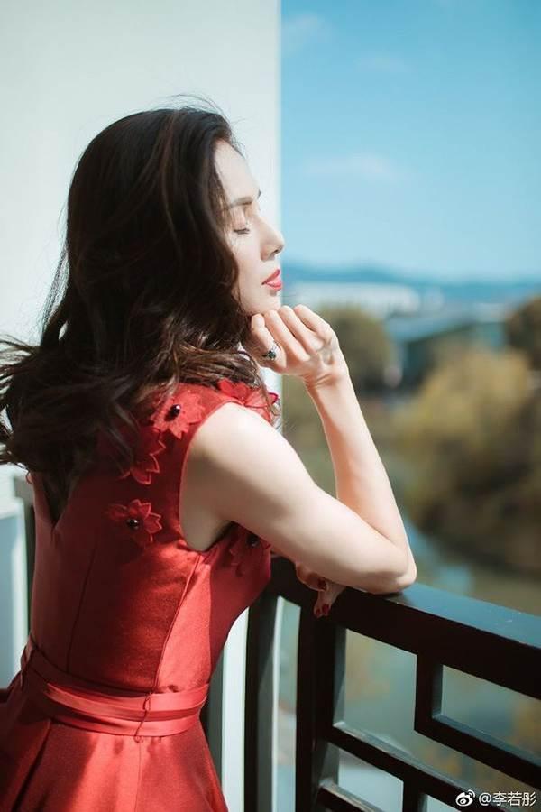 'Tiểu Long Nữ' Lý Nhược Đồng gây bão vì quá đẹp tuổi 45-5