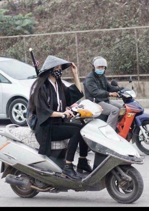 Đeo khẩu trang nhầm chỗ, nữ ninja khiến cả phố lo lắng thay-4
