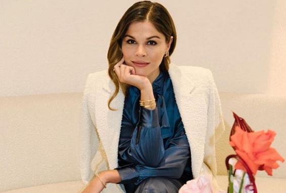 Cô gái biến blog làm đẹp cá nhân thành đế chế tỷ USD vượt mặt công ty mỹ phẩm nổi tiếng của nữ tỷ phú Kylie Jenner-2