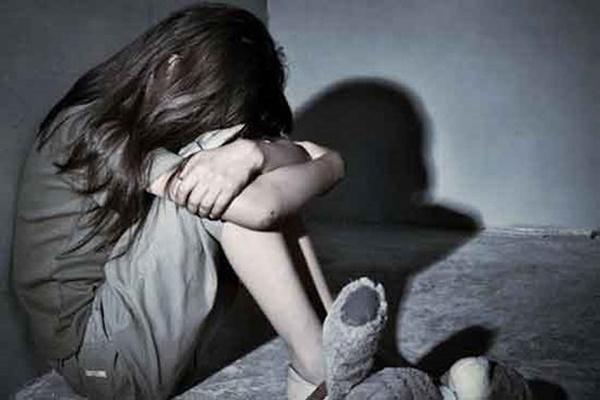 Nghệ An: Người mẹ bàng hoàng phát hiện con gái 14 tuổi bị hàng xóm giở trò đồi bại-1