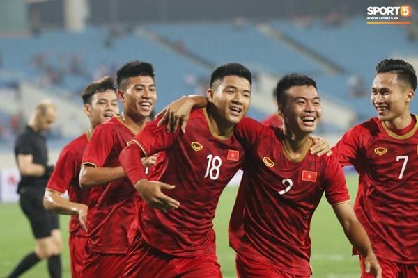Hy hữu: Trọng tài điều khiển trận đấu của U23 Việt Nam suýt phải rời sân vì... chấn thương-9
