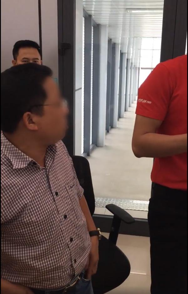 Tranh cãi clip hành khách xưng mày - tao, đe dọa nhân viên VietJet khi bị delay: Túm cổ đấm cho một phát, bắt nó gọi giám đốc ra đây!-4