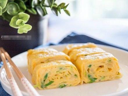 Nấu gì chồng cũng chê bủng beo, tôi làm ngay trứng cuộn kiểu Hàn, vừa bày ra đã hết sạch