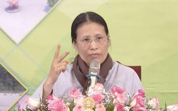 Bà Phạm Thị Yến - chùa Ba Vàng xuất thân là thợ may, làm nghề sửa quần áo tại chợ-1